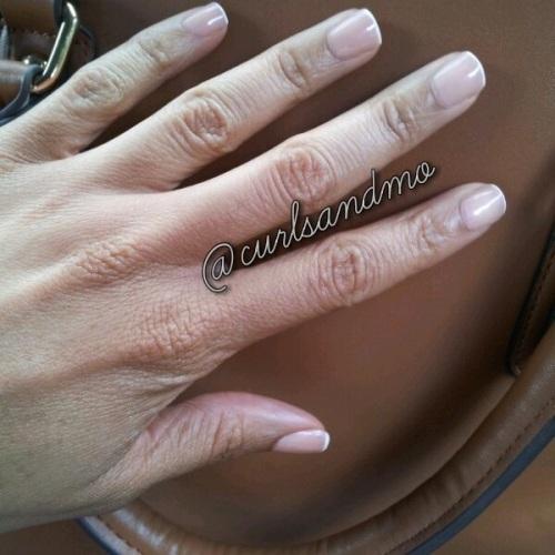 curlsandmo.com french mani